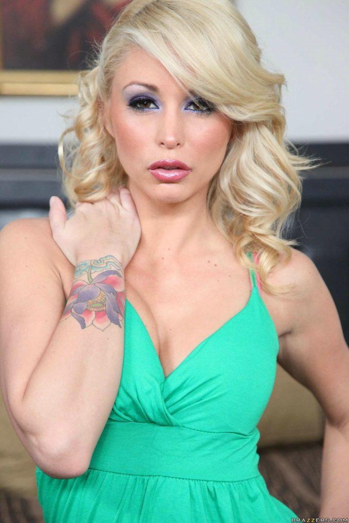 Petite small tits pornstar Monique Alexander nude pics of